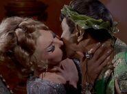 Spock küsst Chapel