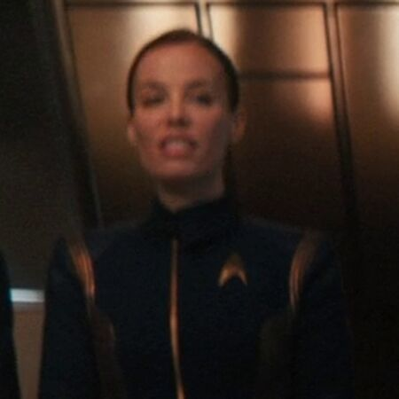 Discovery bridge crewman 002.jpg
