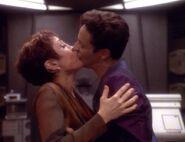 Kira und Bashir küssen sich