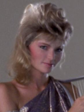 Blonde Harfenspielerin.jpg