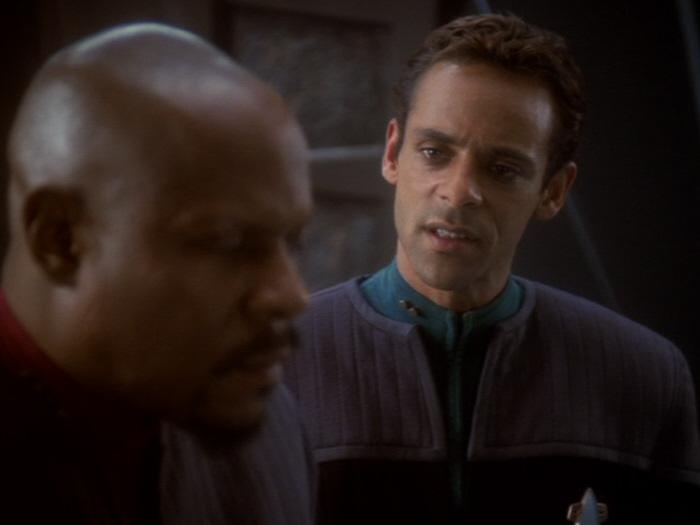 Bashir will Sisko zur Kapitulation bewegen.jpg