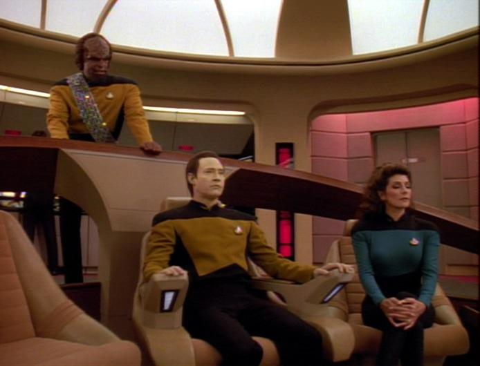 Data kommandiert die Enterprise.jpg