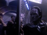 Cardassian officer shuts gate.jpg