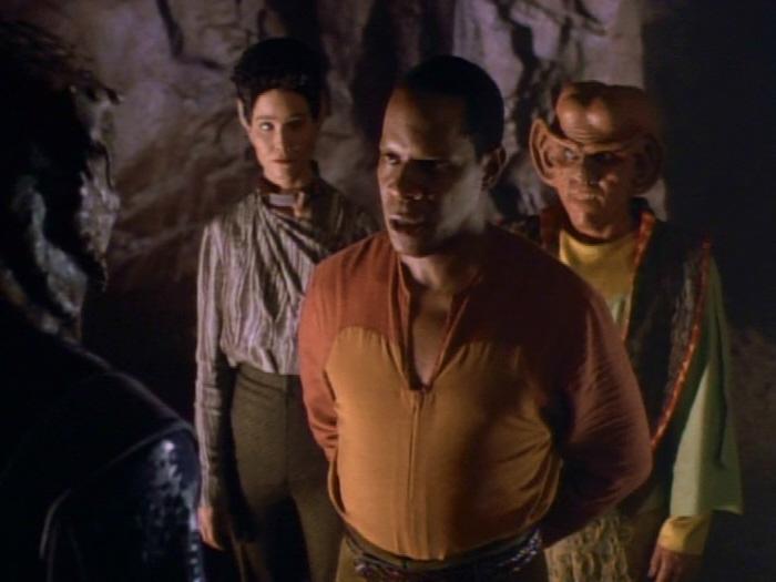 Sisko spricht mit Talak'talan.jpg