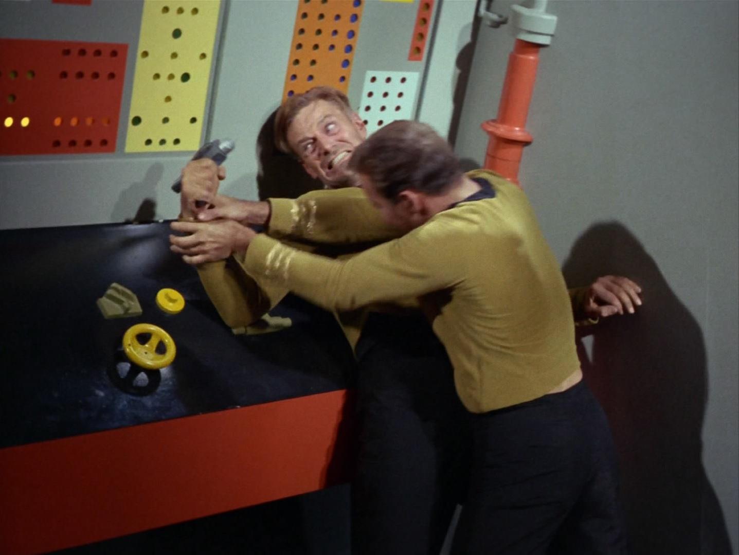 Kirk besiegt Finney.jpg
