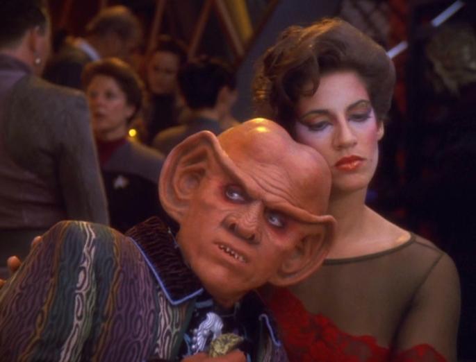Quark sucht Trost bei M'Pella.jpg