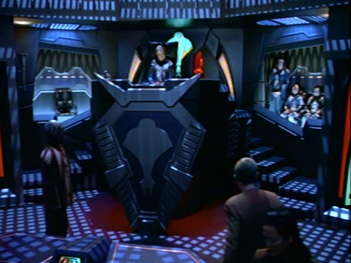 Cardassianischer Gerichtssaal Archon.jpg