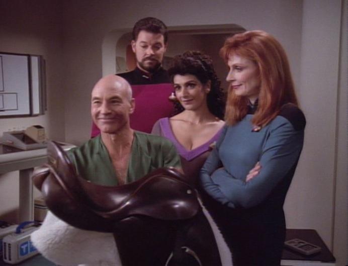 Picard bekommt seinen Sattel zurück.jpg