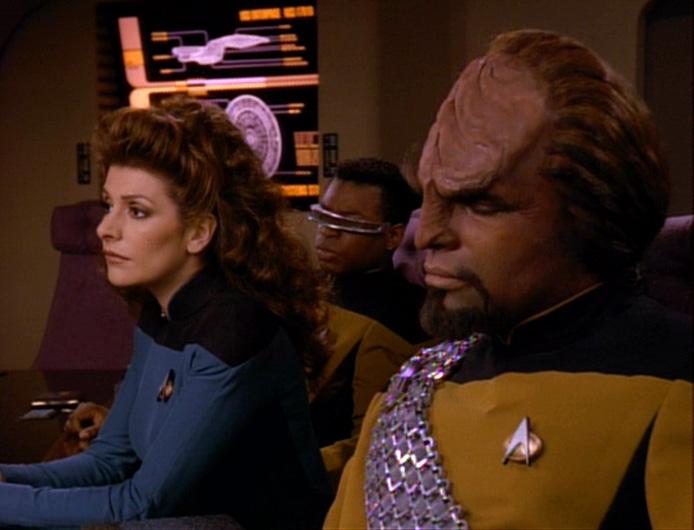 Die Führungsoffiziere der Enterprise beraten sich.jpg