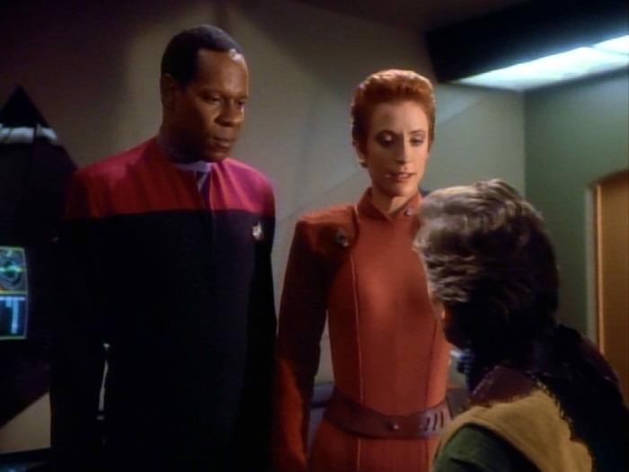 Sisko und Kira verhören Boone.jpg