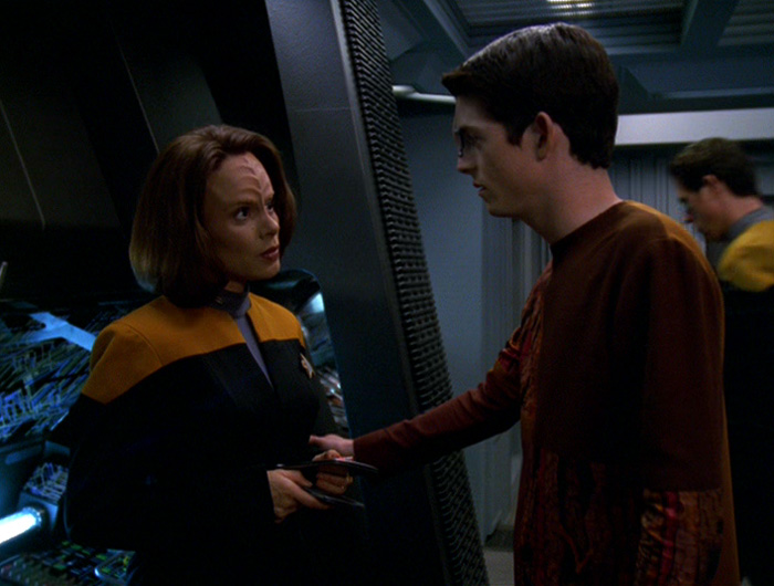 Icheb talks to B'Elanna.jpg