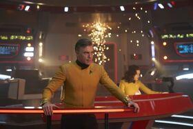 Pike et l'USS Enterprise prêts au combat.jpg
