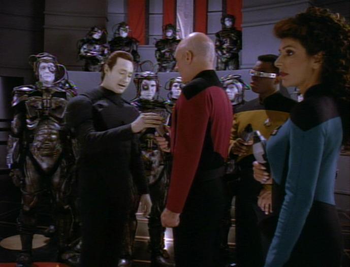 Lore entwaffnet Picard.jpg