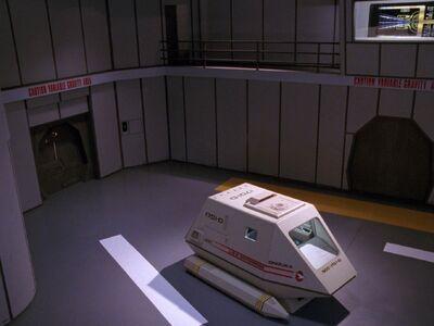 Shuttle Onizuka im Hangar.jpg