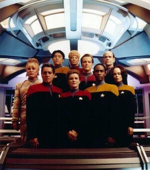 A tripulação da Voyager (2371)