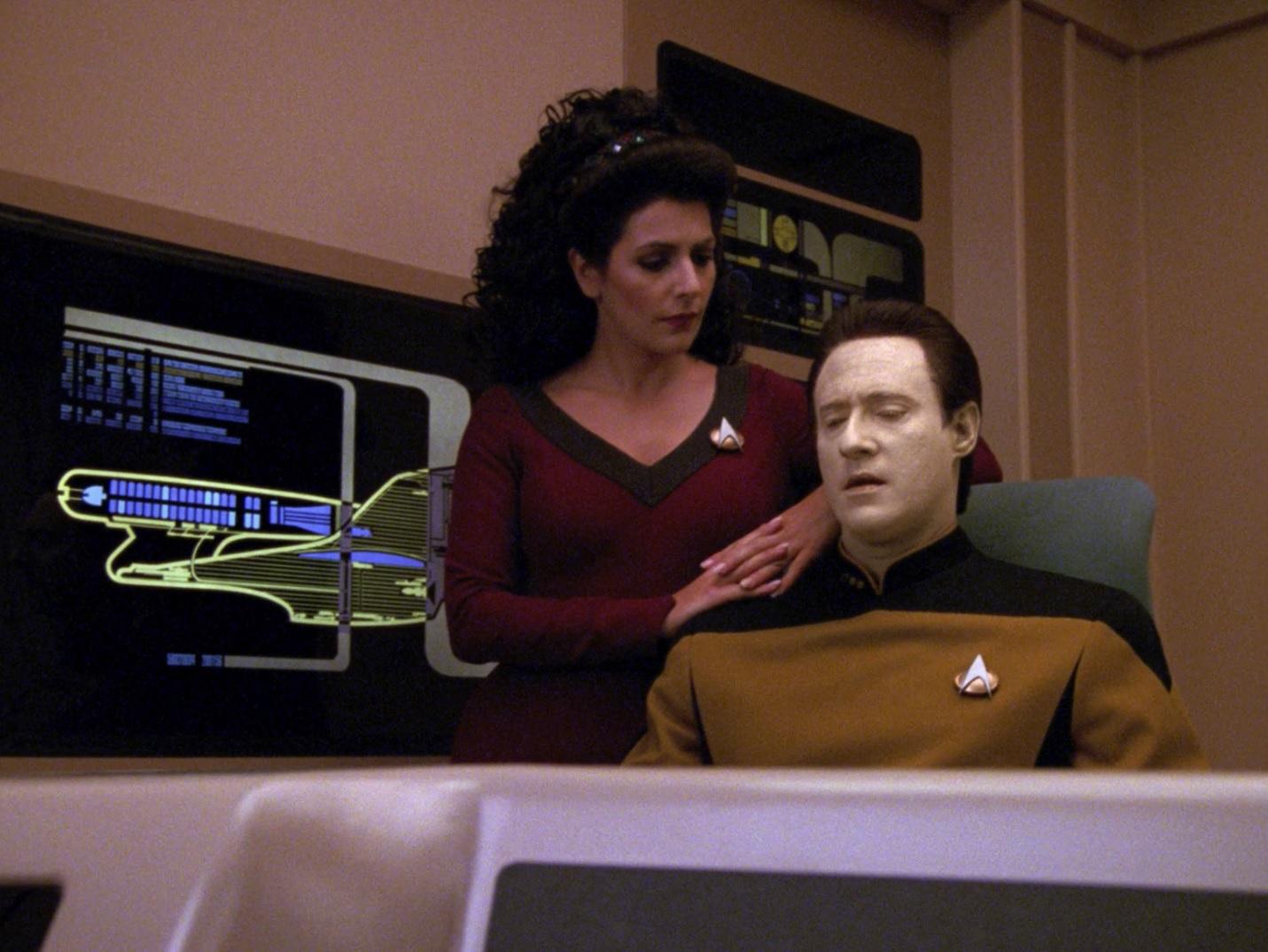 Data und Troi untersuchen die Sprache der Tamarianer.jpg