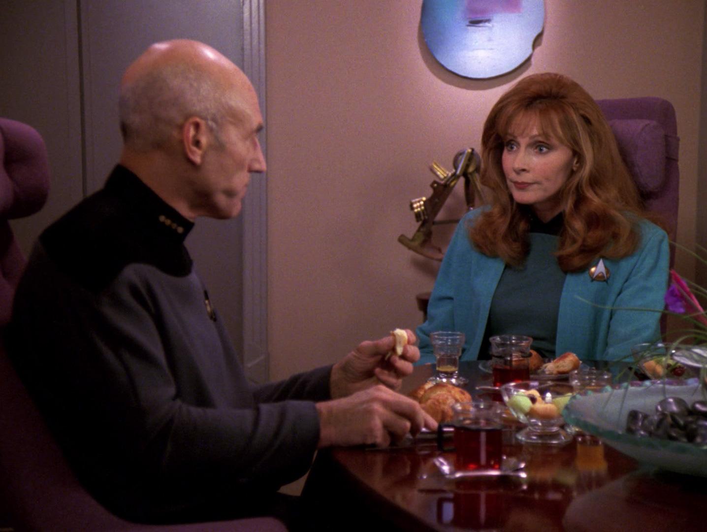 Picard bespricht seine Probleme.jpg