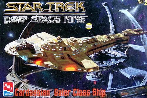 AMT Model kit 8324 Cardassian Galor Class Ship 1996.jpg