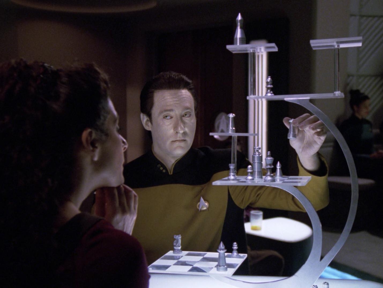 Data und Troi spielen.jpg