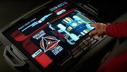 Picard zeigt auf Plasmakühltank