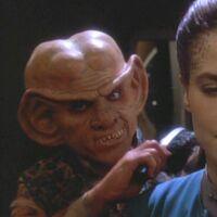 Quark incarnant Audrid Dax durant le zhian'tara de Jadzia Dax
