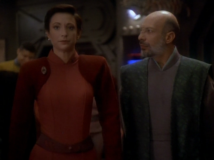 Yarka fordert Kira auf Sisko umzustimmen.jpg