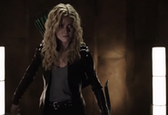 Mia Smoak about to fight Deathstroke Gang