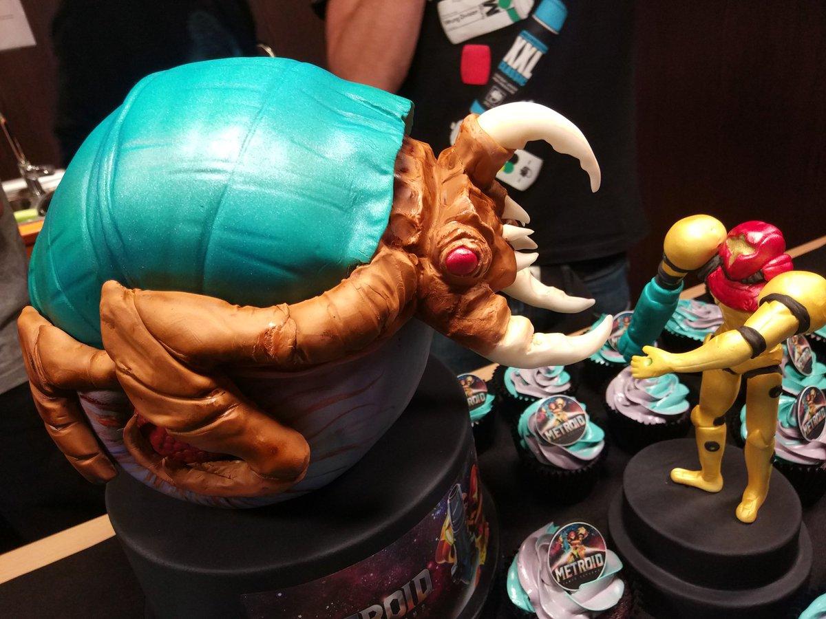 Alpha Metroid and Samus cake