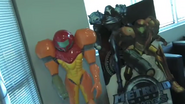 Retro GameSpot tour Samus statue and MP2 standee