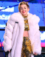 Miley-cyrus-the-blonds-new-years