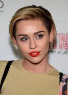 Miley-cyrus-nye-liam-hemsworth-gty-ftr