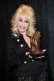 Dolly Parton accepting Liseberg Applause Award 2010 portrait.jpg