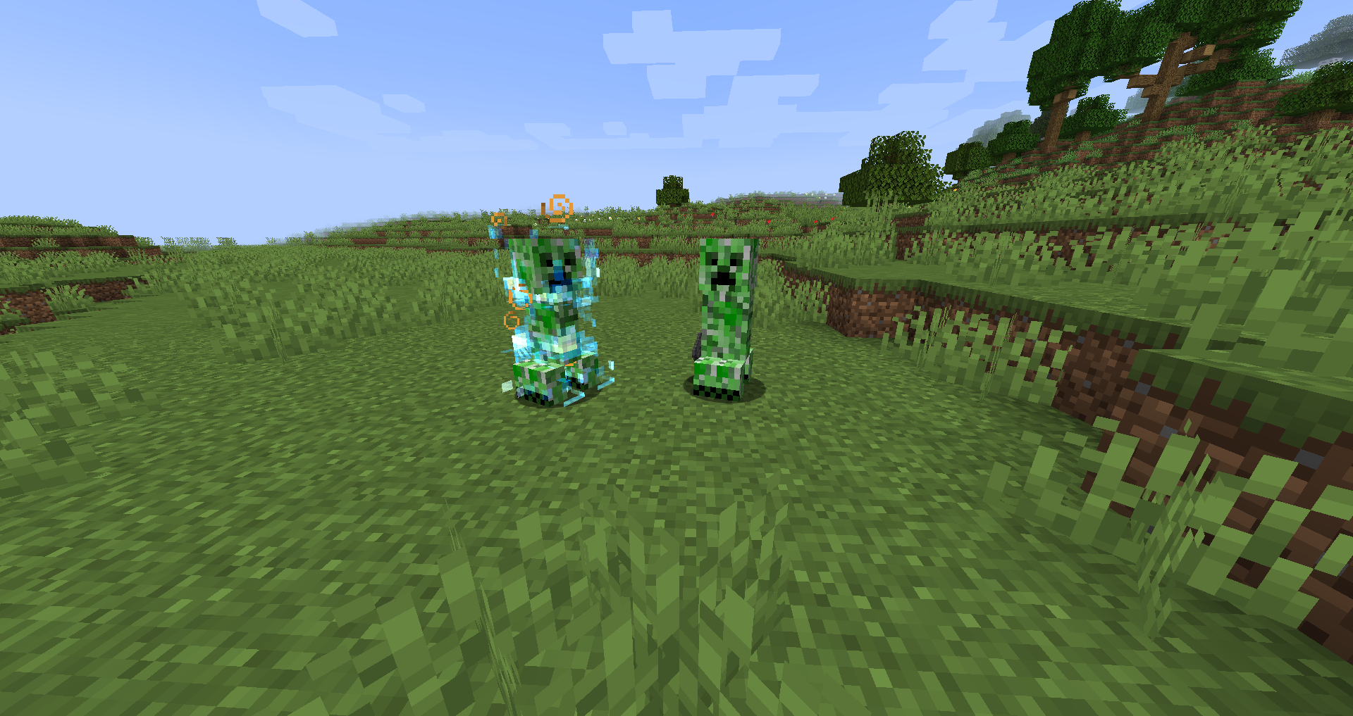 File:Charged creeper next to a normal creeper.png