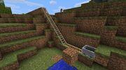 在Beta1.5版中,一个未推动的矿车能最多爬上6个格子。