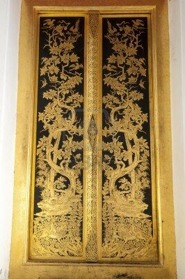 8704164-puerta-dorada-en-phra-prathom-jedi-nakhon-pathom-tailandia.jpg