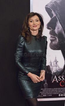 Australian-actress-essie-davis-luscious-stylish-arrives-new-york-premiere-assassin-s-creed-december-action-82505092.jpg