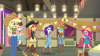 Applejack welcomes her friends to the party EGDS25