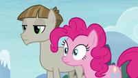 Mudbriar blank-faced; Pinkie Pie wide-eyed S8E3
