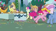 S07E23 Zraniona Pinkie ucieka z przyjęcia