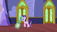 Starlight Glimmer sweeping the castle hallways S6E21