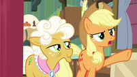 """Applejack """"doesn't have a thing to do"""" S9E10"""