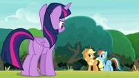 Applejack commending Rainbow Dash S8E9