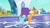Applejack maintains herself S3E2