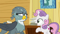 Gabby sweating as Sweetie Belle speaks S6E19