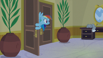 Rainbow Dash returns to the hotel room S8E5