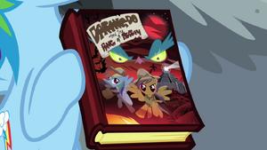 Rainbow Dash segurando o livro da Ousada Ativa T4E04.png