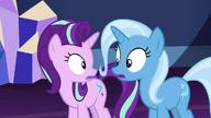 S07E02 Starlight i Trixie patrzą na siebie zaniepokojone