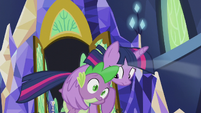 Twilight shelters Spike under her wing S5E25