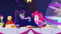 Twilight shows party flyer to Pinkie Pie EGDS38