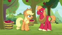 """Applejack """"not sure how much help"""" S9E10"""